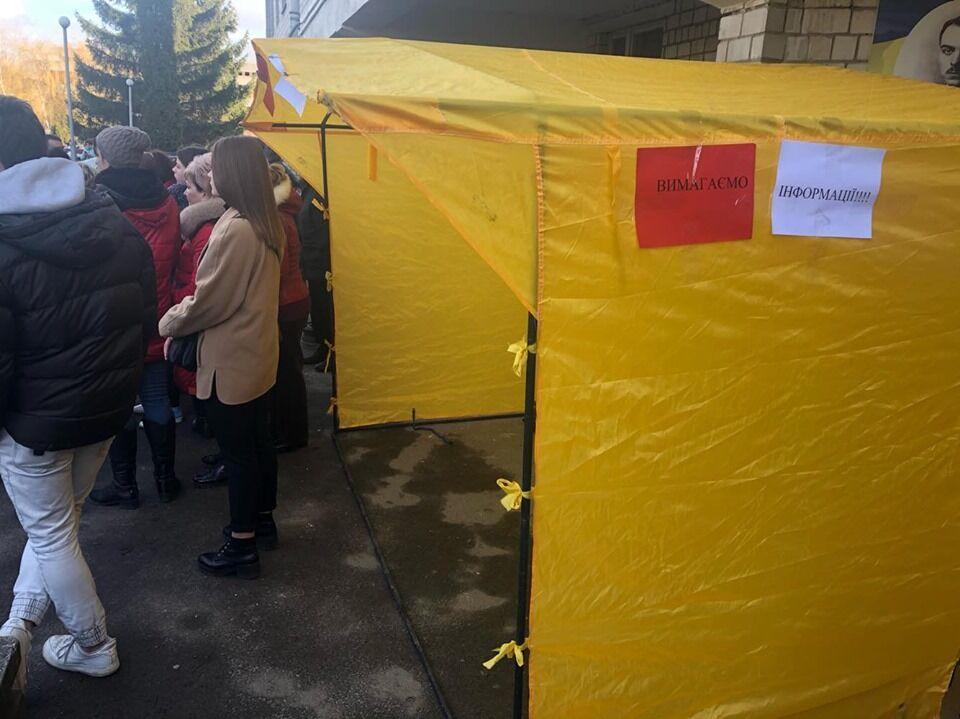 На Львовщине паника в госпитале из-за эвакуации украинцев из Уханя