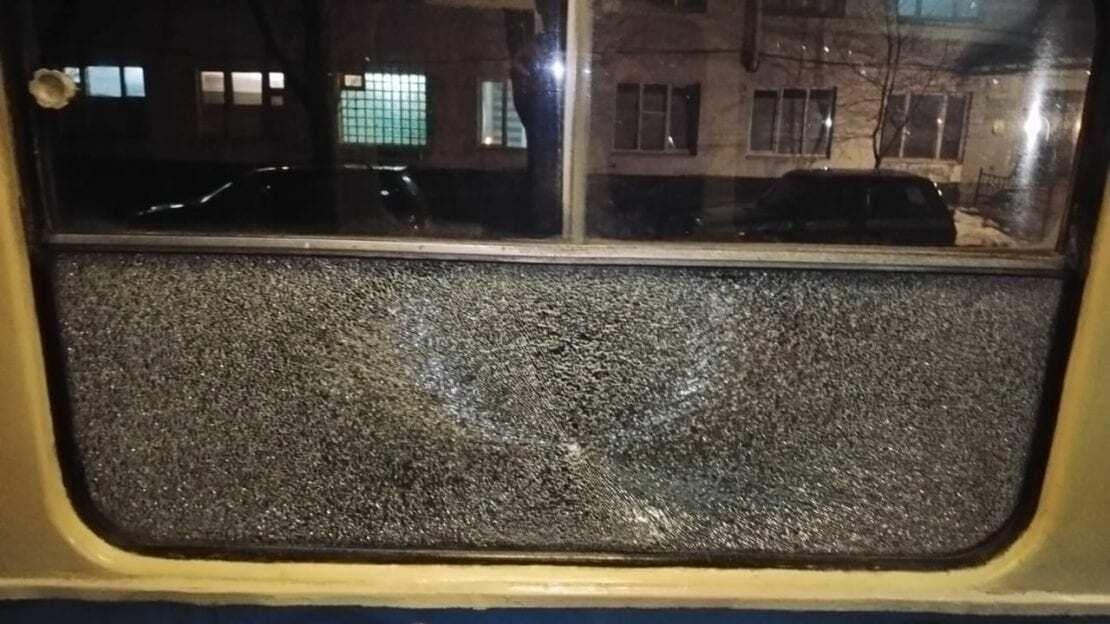 В Днепре обстреляли трамвай