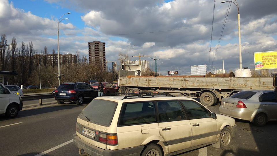 ДТП на проспекте Глушкова в Киеве