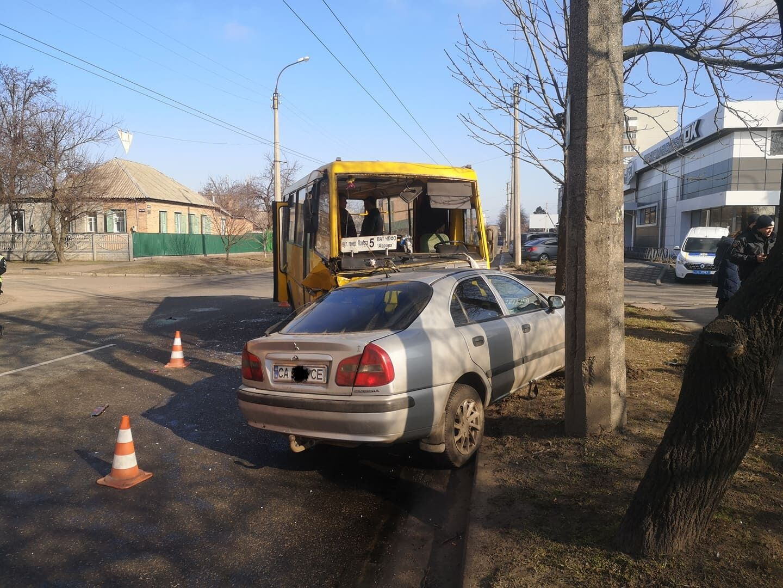На місці аварії працювали дві бригади швидкої допомоги
