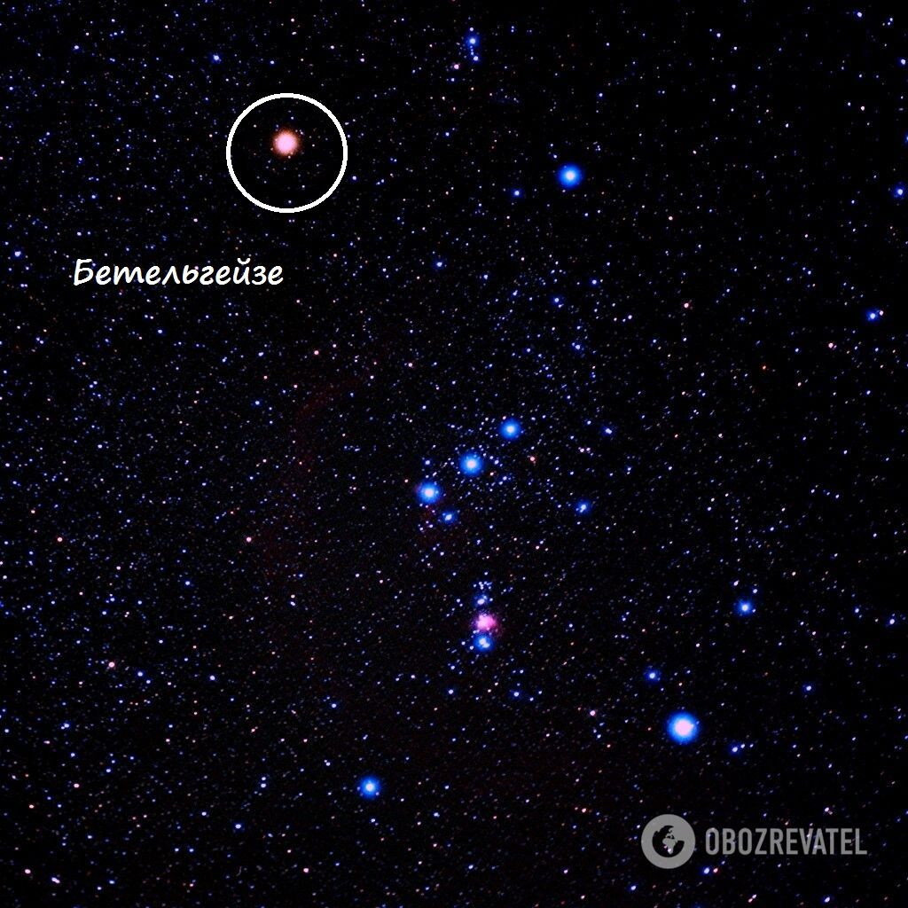 Звезда Бетельгейзе в созвездии Орион хорошо видна на зимнем ночном небе