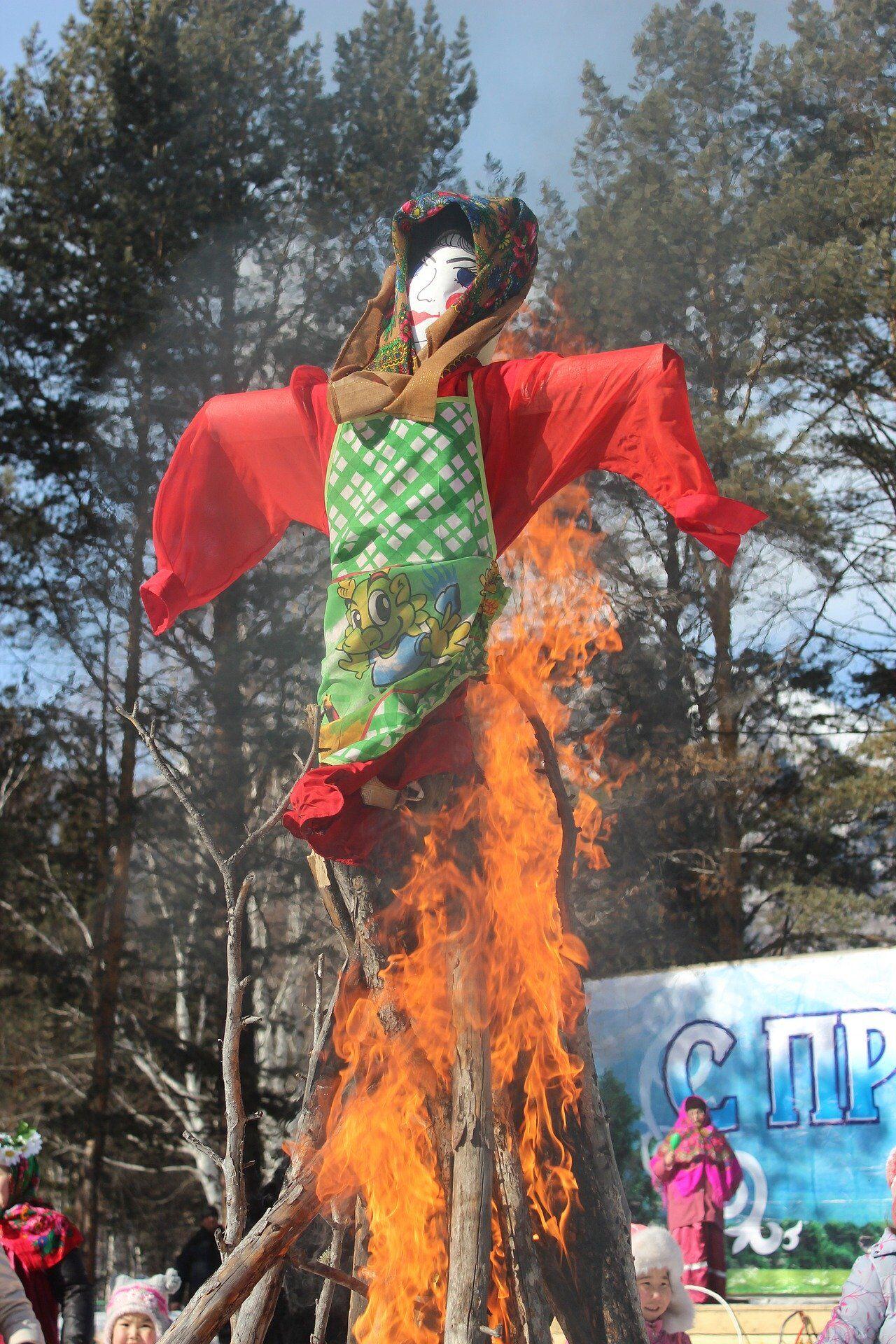 В останній день Масляної прийнято спалювати ляльку з соломи