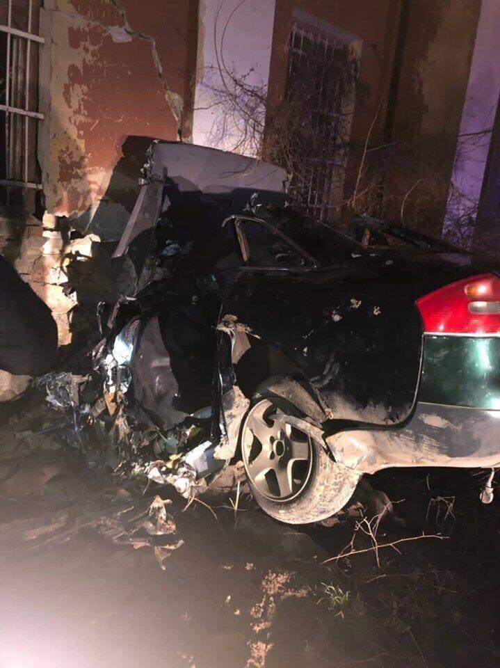 Іномарка всмятку: авто влетіло в стіну в Одесі
