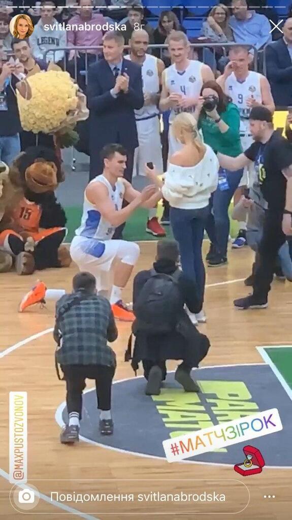 Максим Пустозвонов делает предложение Лане Кауфман