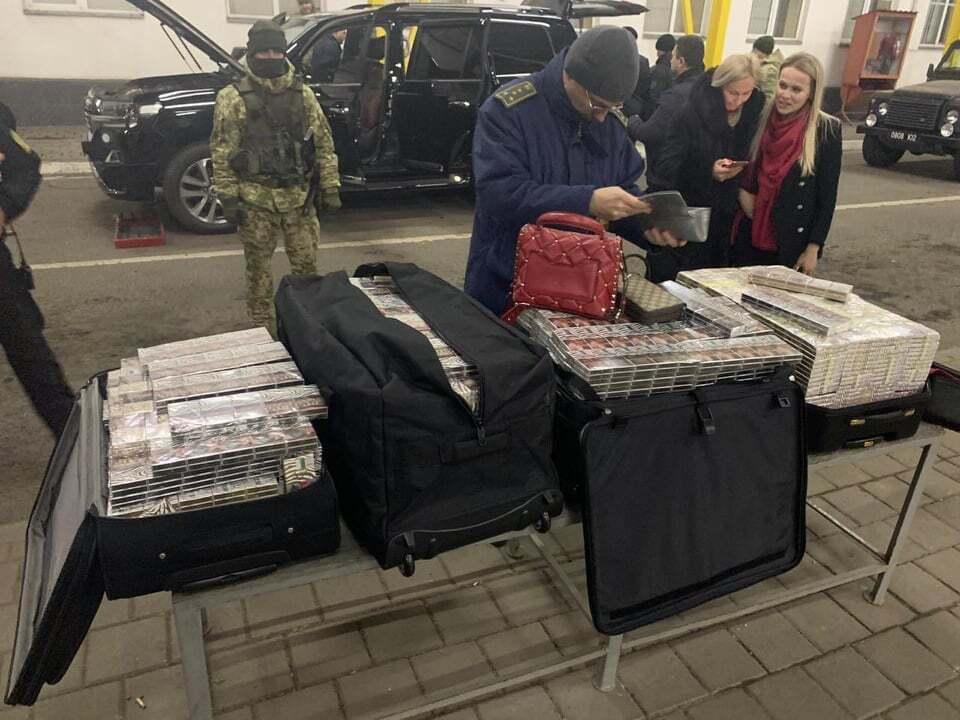 На границе Украины задержали дипломата с контрабандой