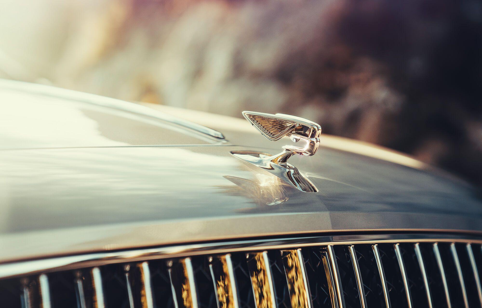 Эмблемой Bentley Flying Spur можно управлять с тачскрина мультимедийной системы