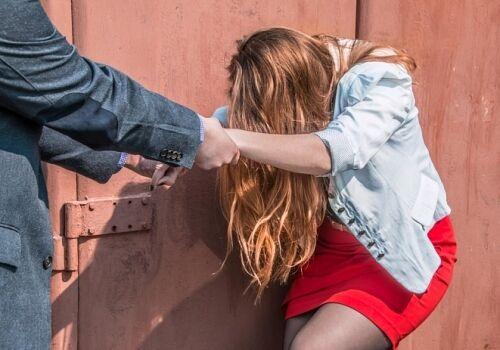 Зґвалтування школярки копом в Одесі: обвинуваченому загрожує реальний термін