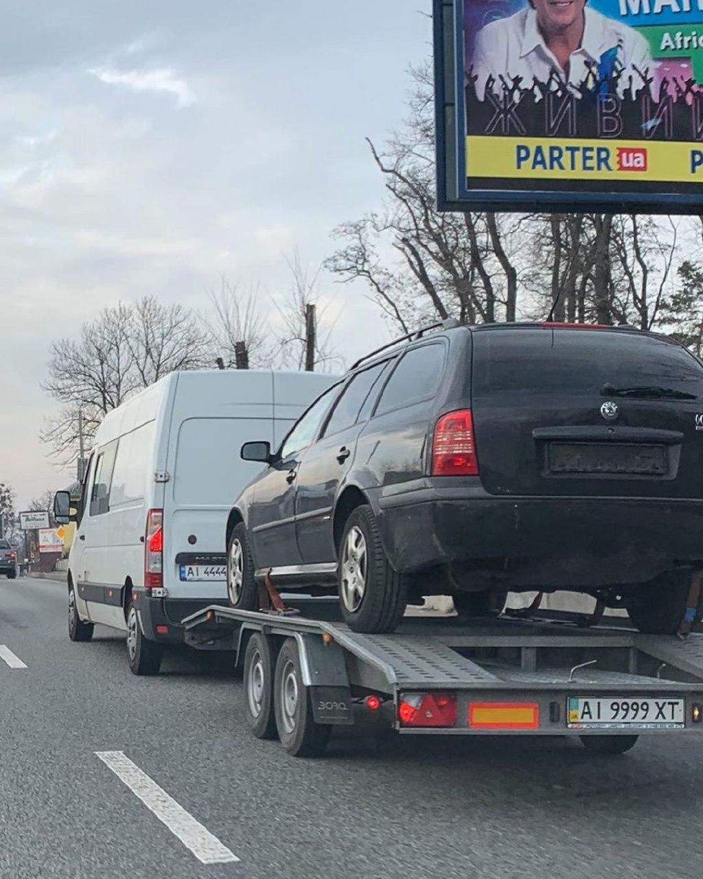 Фургон с прицепом на шикарных номерах