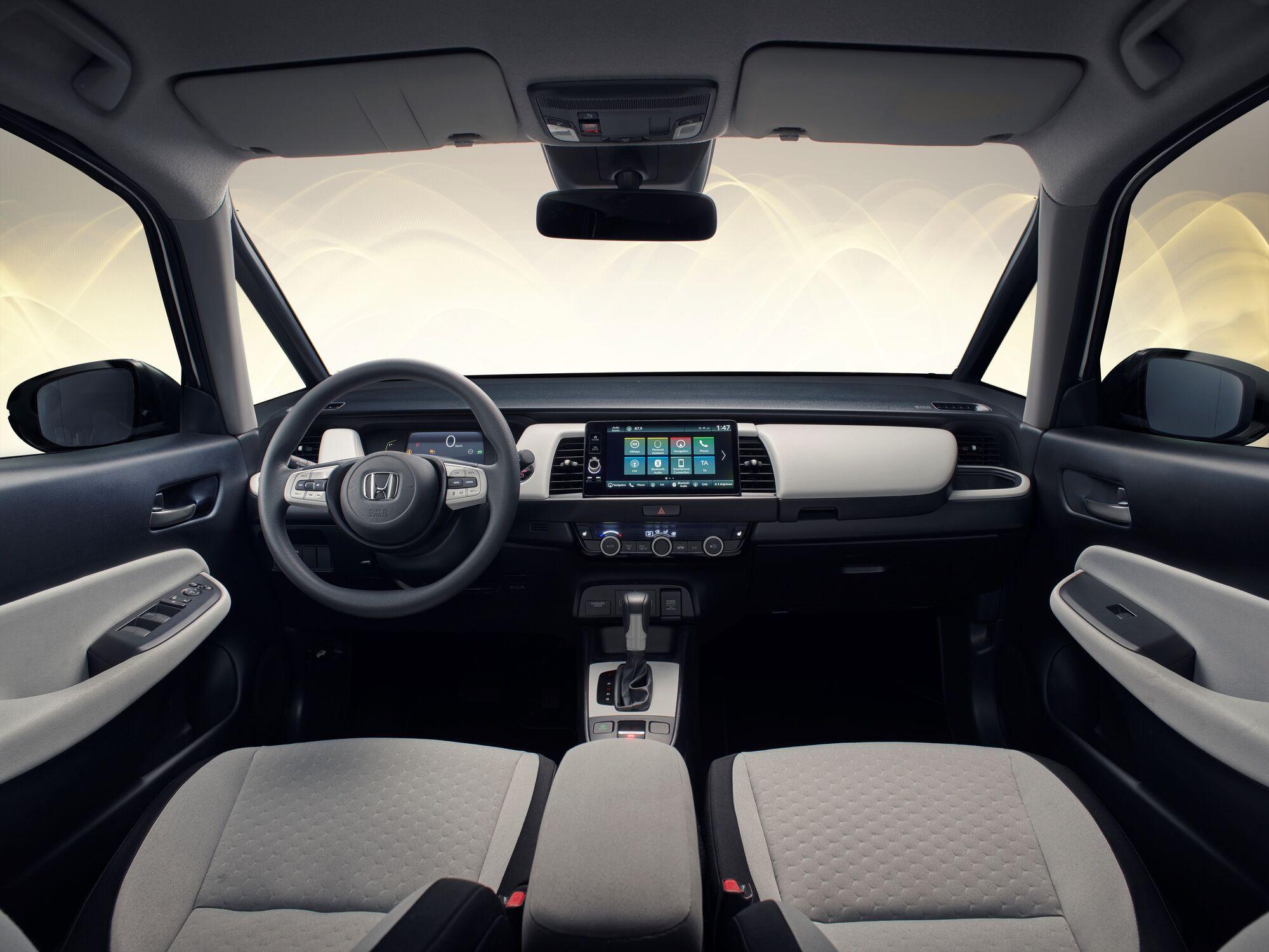 Honda Jazz получила 7-дюймовую цифровую шкалу приборов и 9-дюймовый сенсорный экран мультимедийной системы