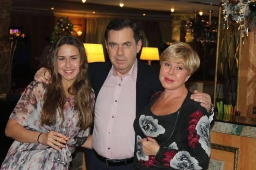 Любовь Успенская с семьей