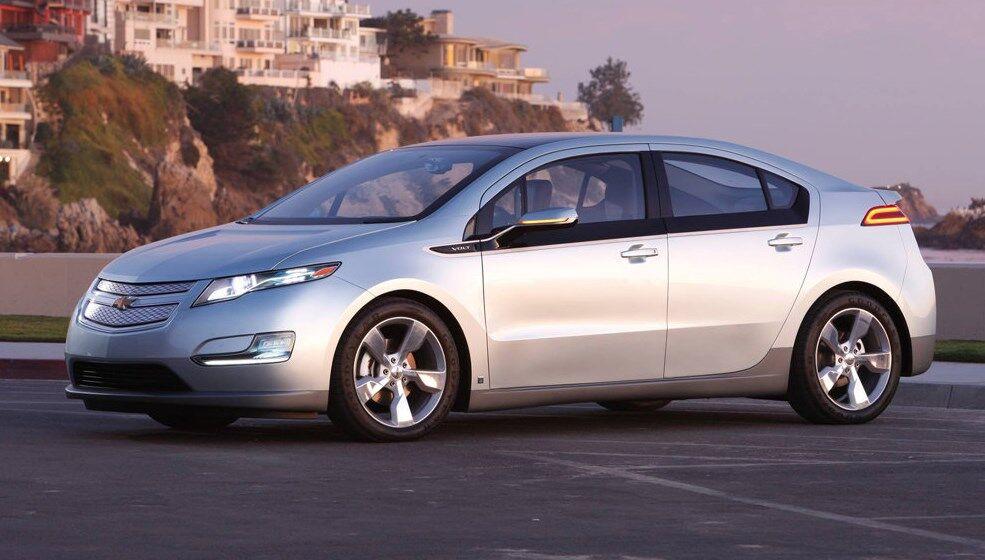 10 років тому гібрид Chevrolet Volt виявився технологічним стильним авто