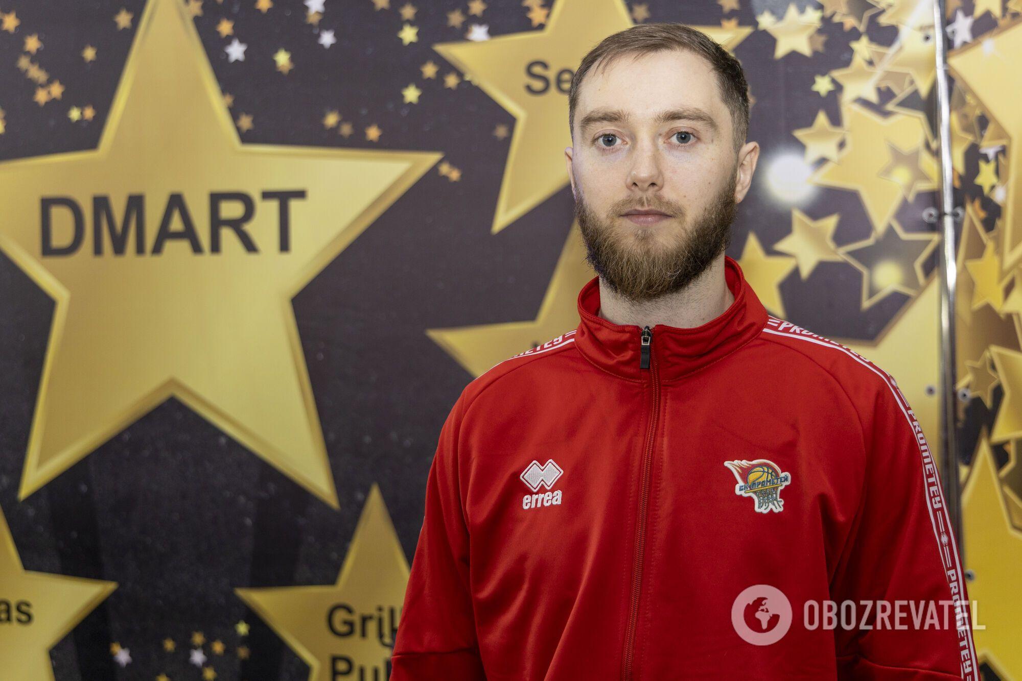 """Звездные баскетболисты СК """"Прометей"""" делились автографами с болельщиками"""
