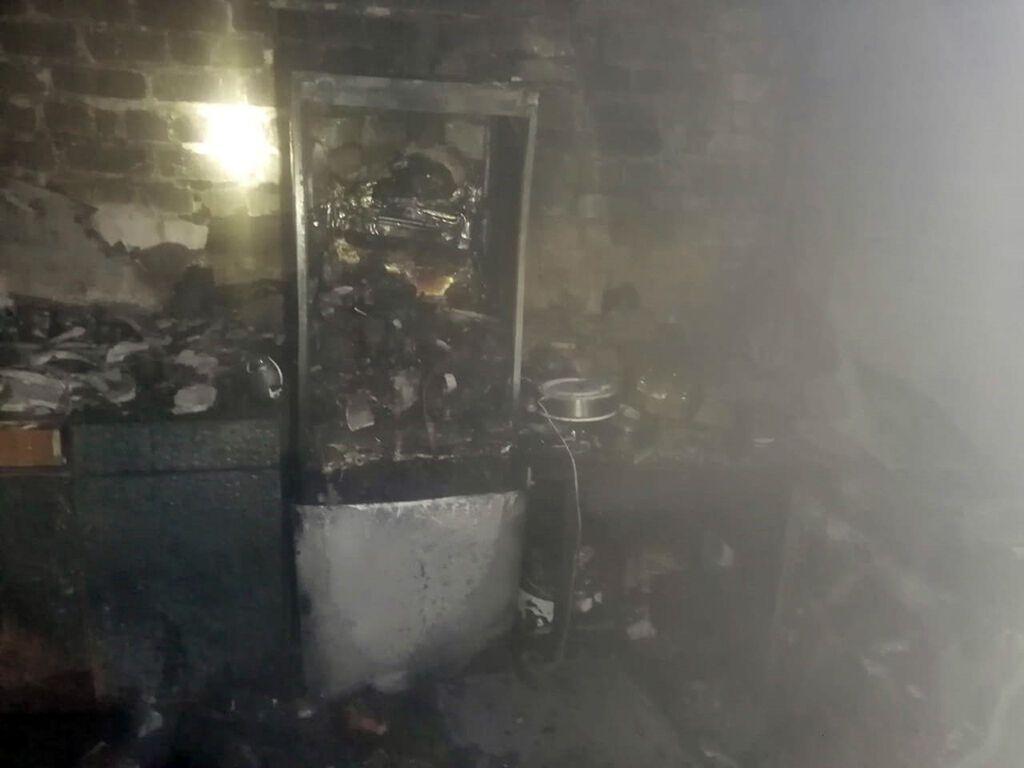 Пожарные спасли десять человек, трое из них дети