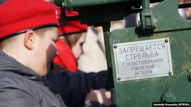 Показували техніку РФ: окупанти в Криму влаштували цинічний парад до