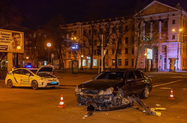 В центре Днепра перевернулся джип