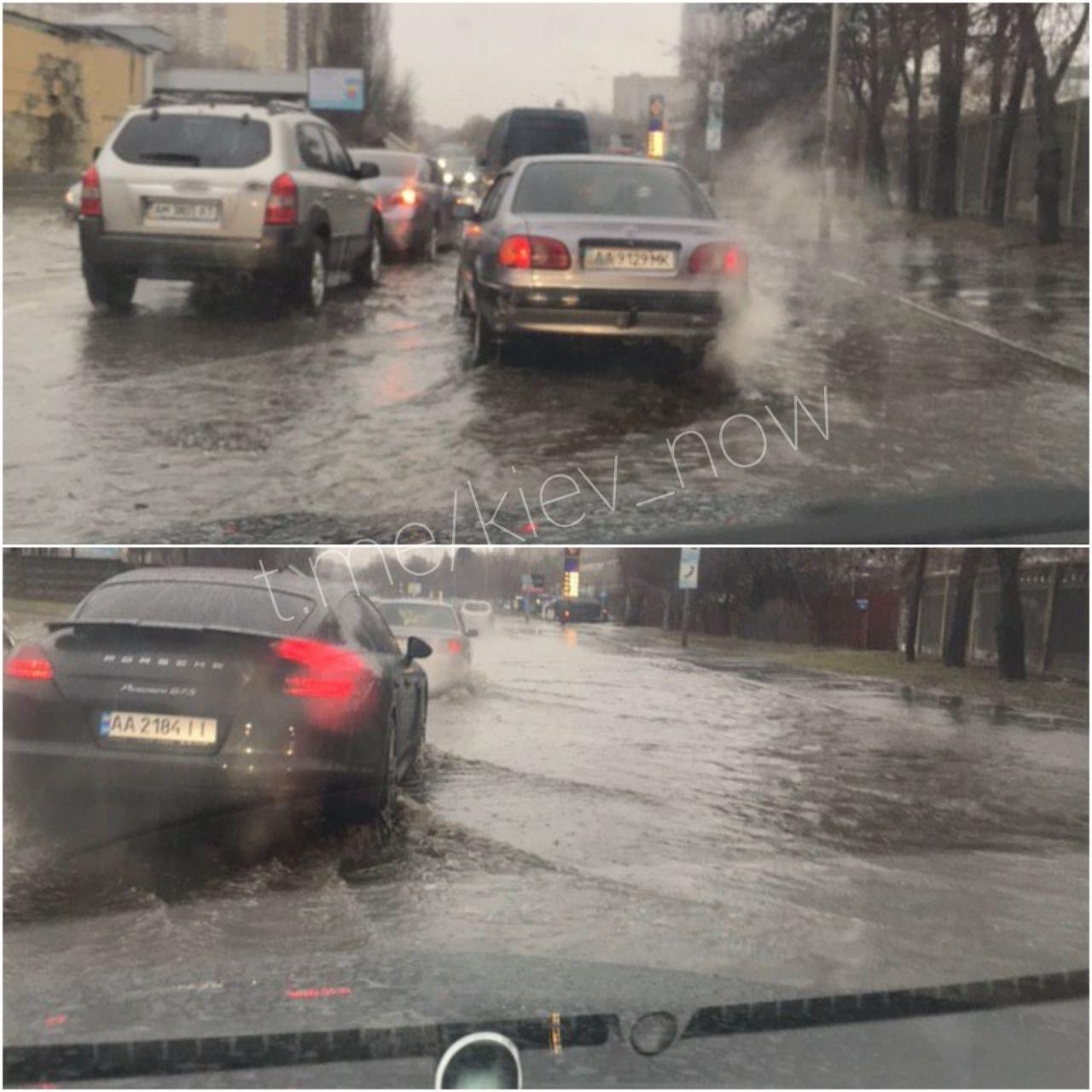 Улицу Брожко в Киеве подтопило