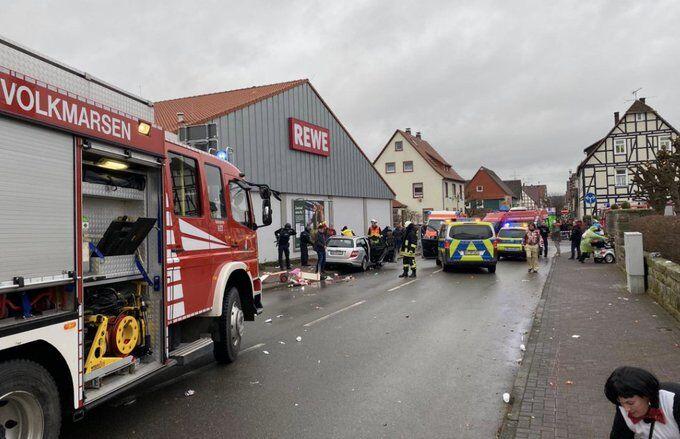 У Німеччині авто влетіло в людей на карнавалі: 15 поранених