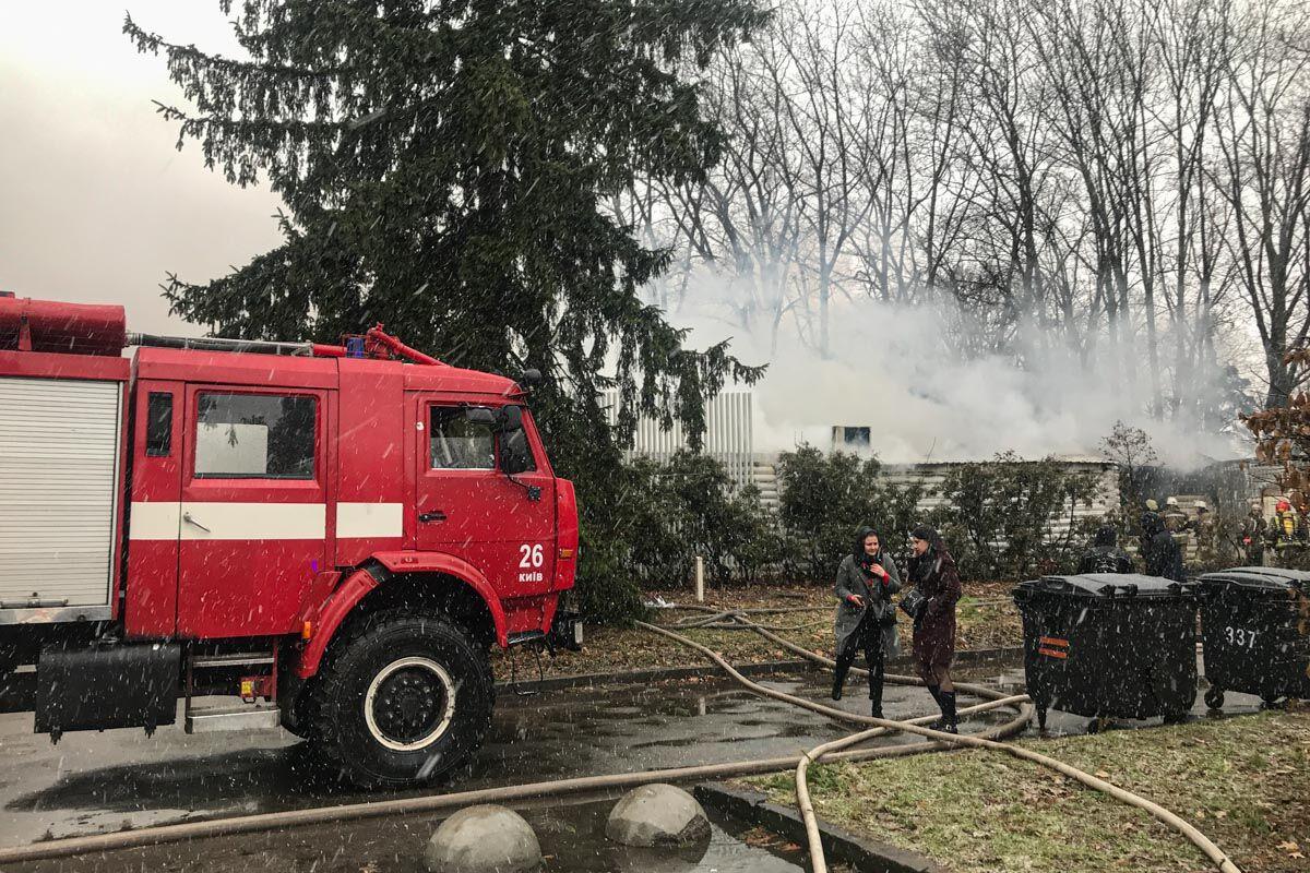 В Киеве вспыхнул масштабный пожар в ресторане на территории ВДНХ