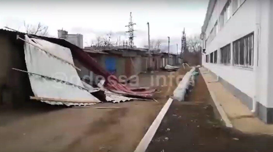 У Подільському буря зірвала покрівлю з місцевої школи