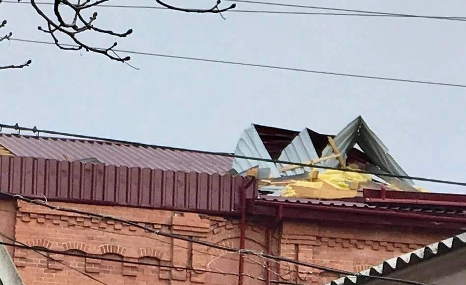 В Ананьєві буря зірвала дах із Будинку культури