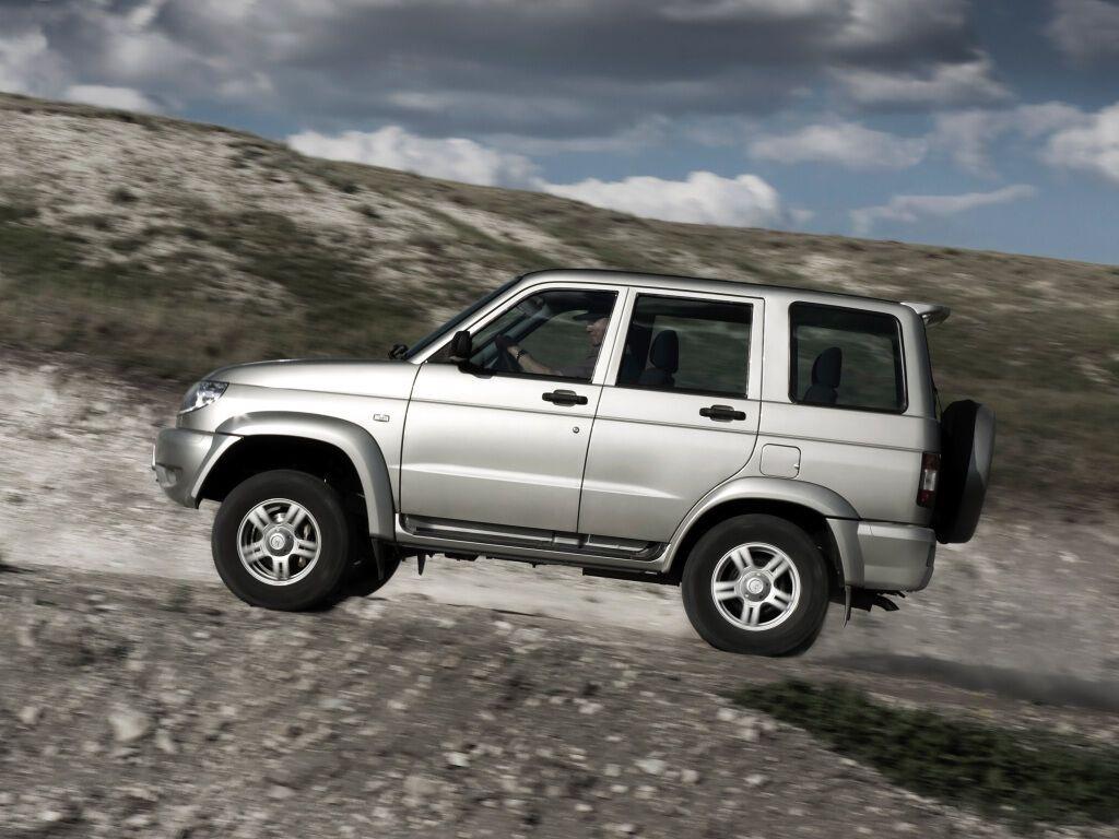 Старий УАЗ-3160 модернізували в 2005 році та назвали УАЗ Патріот (UAZ Patriot): зверніть увагу на приклеєні розширювачі колісних арок