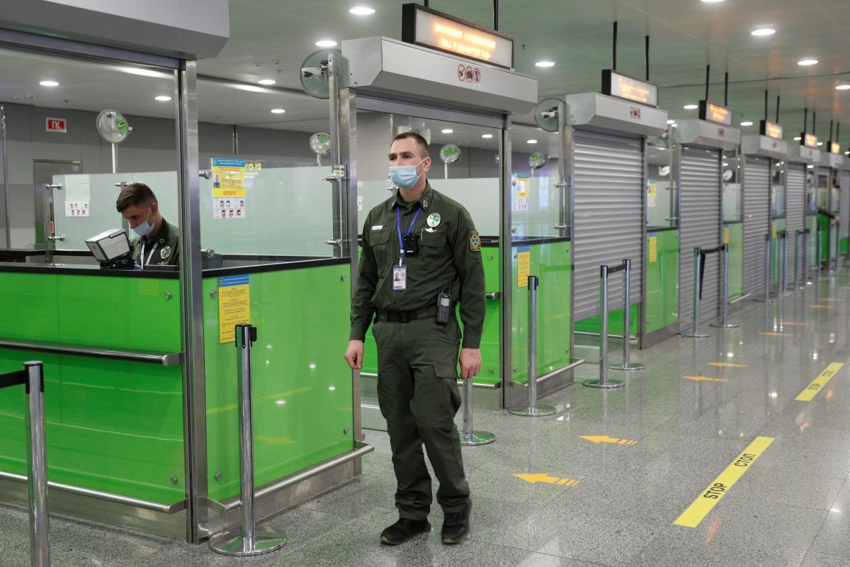 Прикордонний контроль в аеропорту