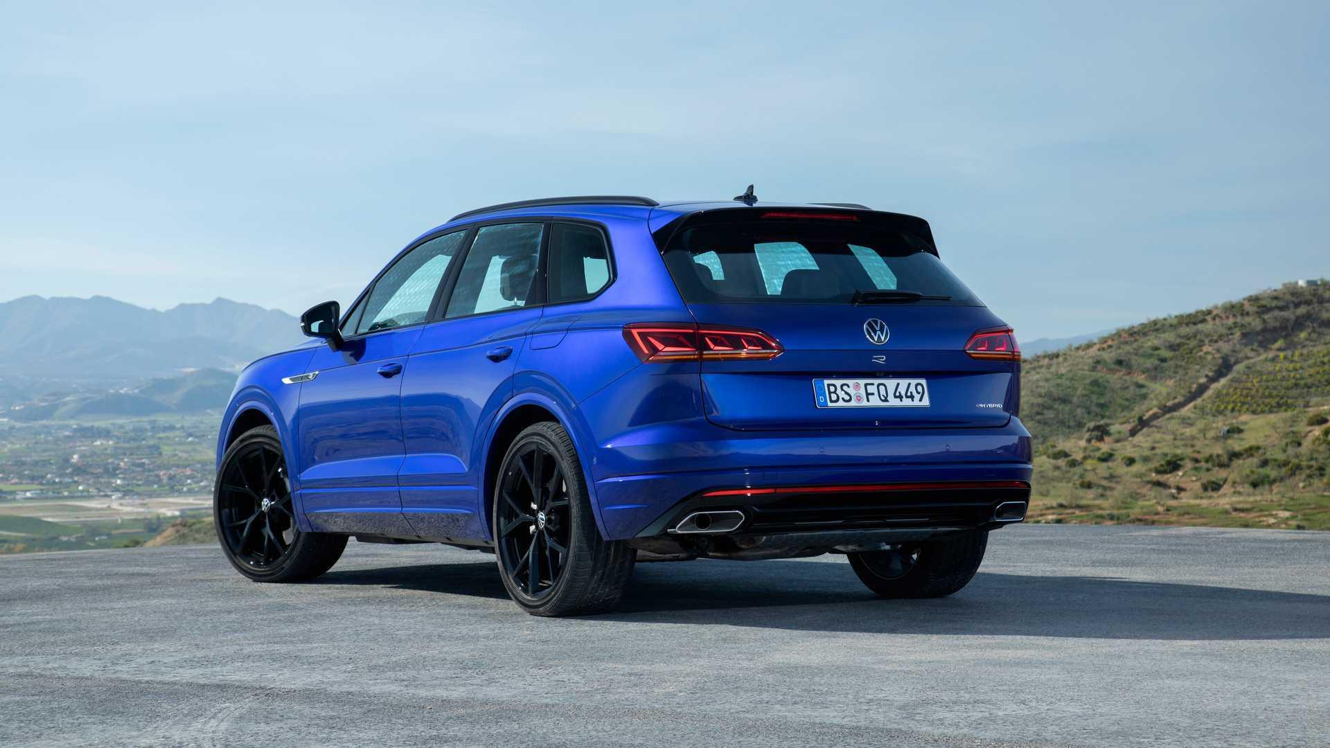 Volkswagen Touareg R способен преодолевать на электротяге до 48 км