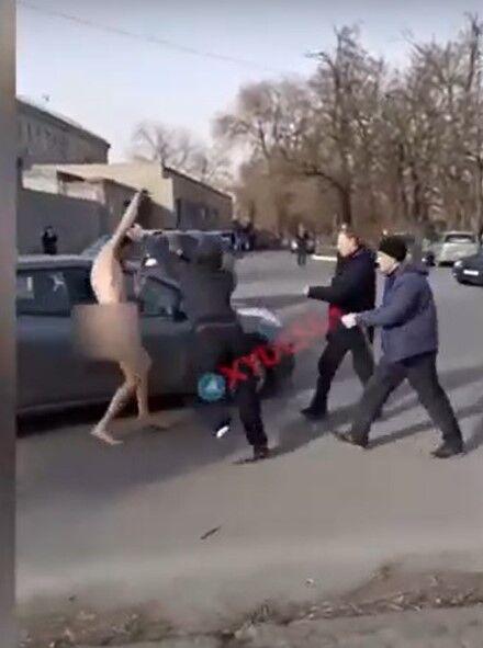 В Одесі неадекват втік з психлікарні та бігав голим по вулиці