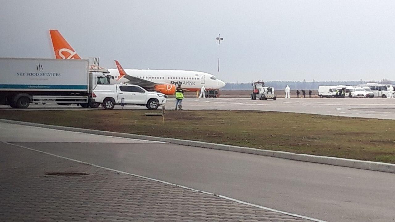 Самолет компании SkyUp, на котором прилетели украинцы