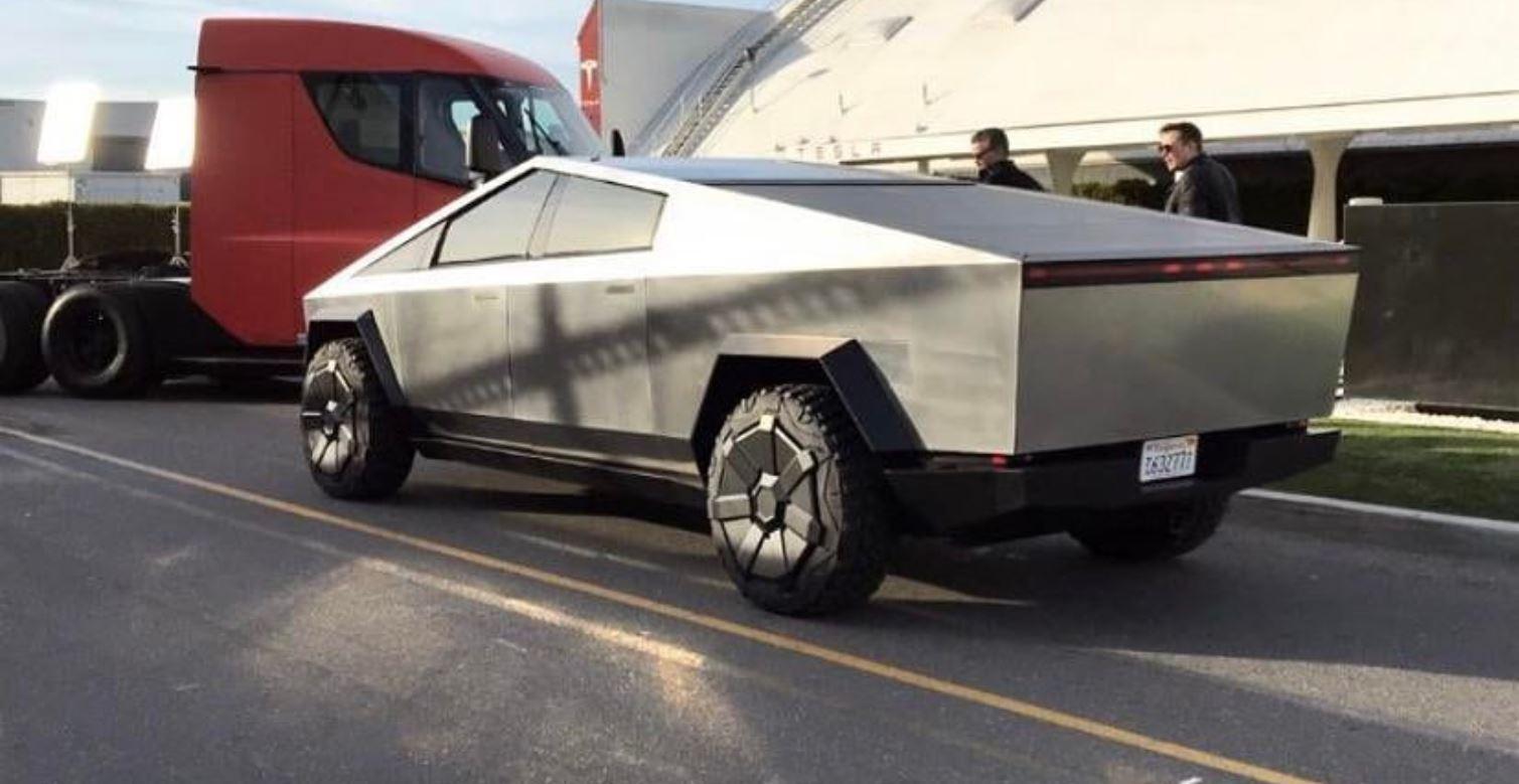Електромобіль Tesla Cybertruck на зйомках шоу Джея Лено