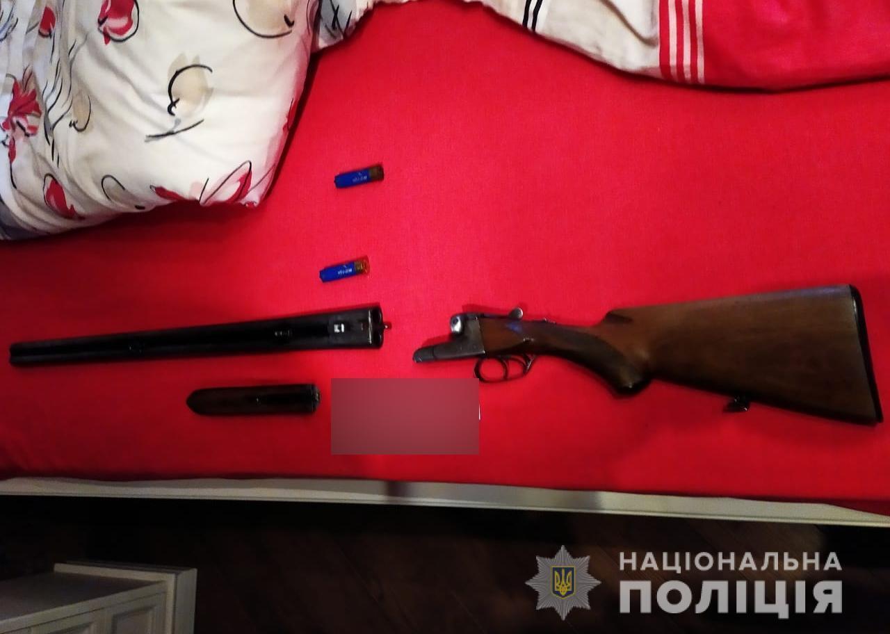 Під Києвом чоловік застрелив матір із рушниці