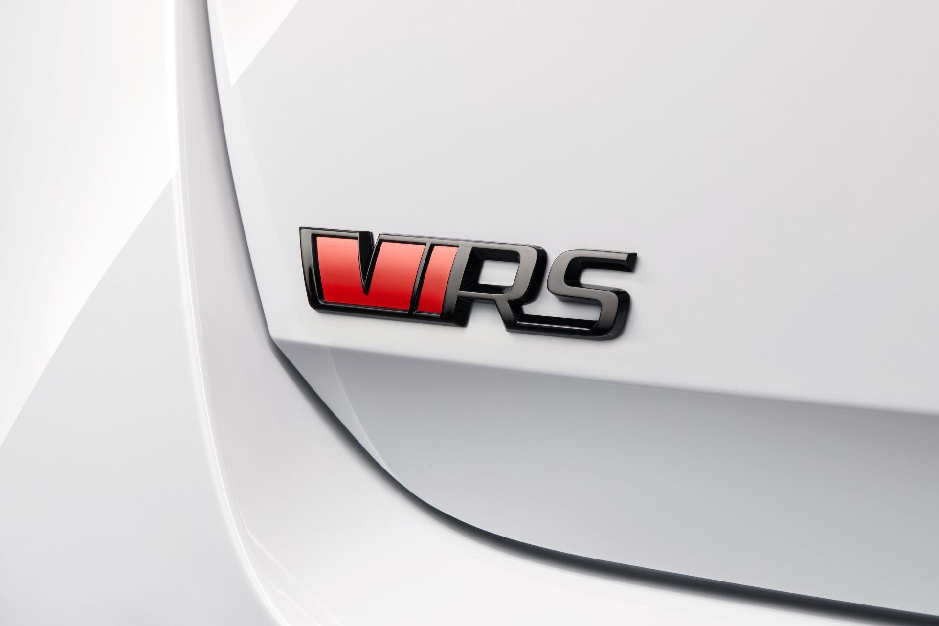 Впервые Skoda Octavia RS будет иметь гибридную версию, получившую обозначение RS iV