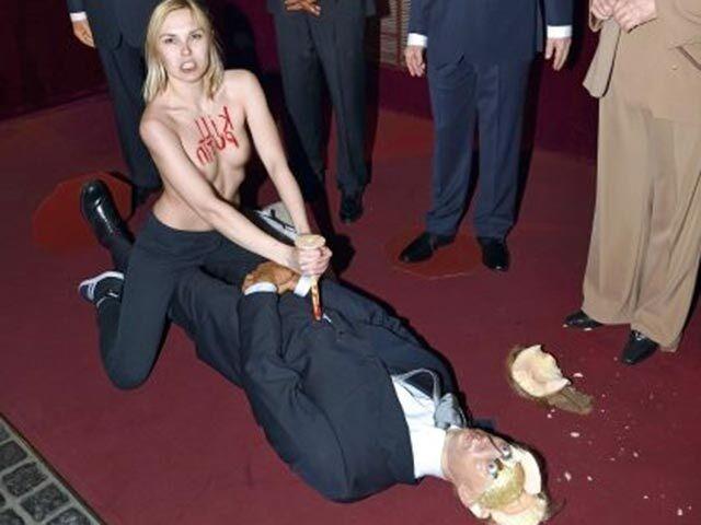 """Суд оправдал активистку Femen за нападение на """"Путина"""""""