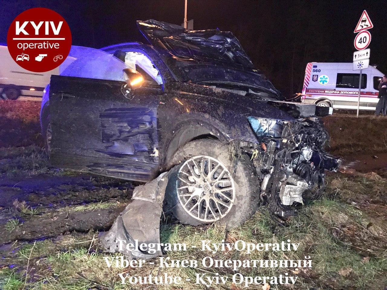 Выбросило на 100 метров: в Киеве два авто на огромной скорости не поделили дорогу