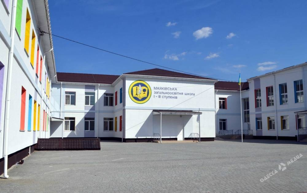 """Топ-чиновников Одесской ОГА подозревают в краже """"школьных"""" денег"""