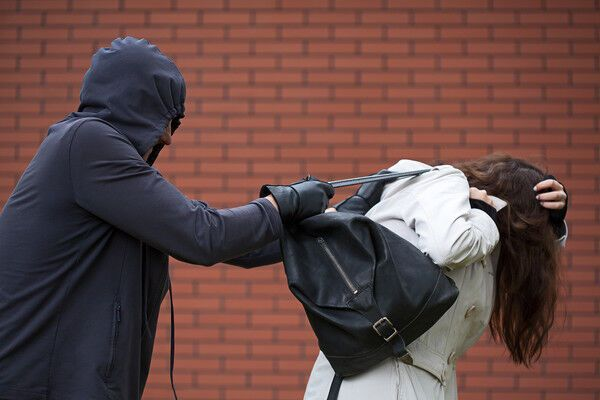 Напад грабіжника. Ілюстрація