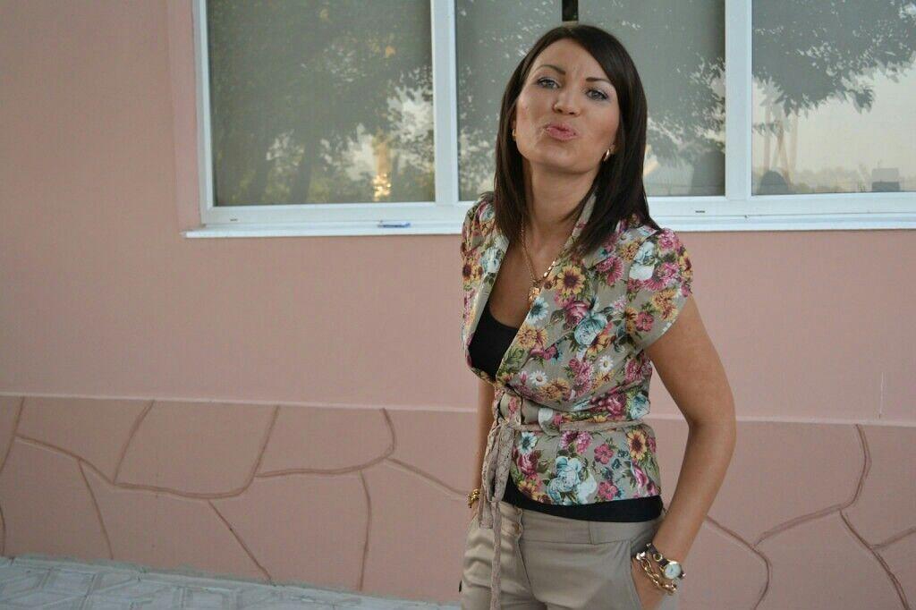 Дочь Дубинского на фоне его дома в Ростовской области