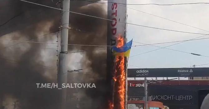 На беспорядках в Харькове сожгли флаг Украины