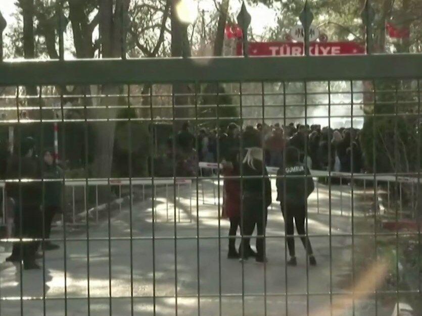Біженці на грецькому кордоні