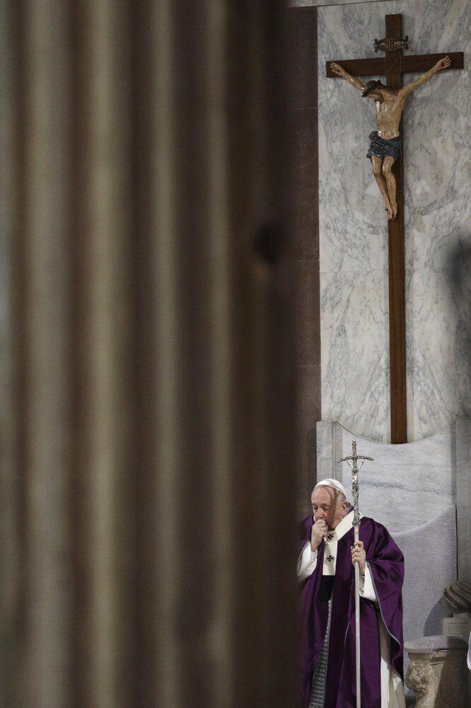 Папа Франциск захворів
