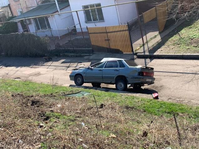 В Одесі після зіткнення з фурою легковик перекинувся з моста