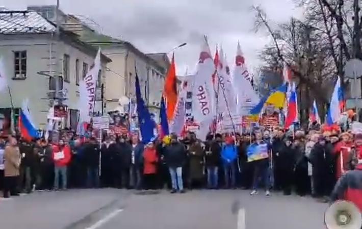 Прапор України на марші
