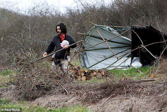 Побут родинної пари екологічних активістів з Франції