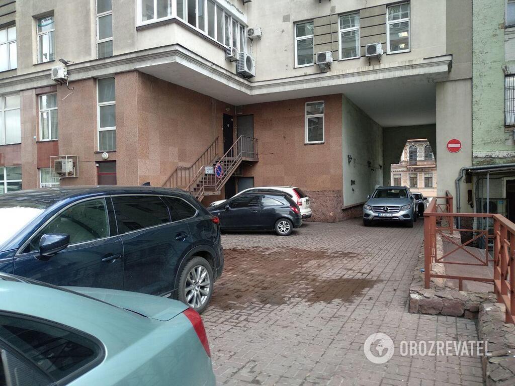 Двор на Саксаганского, где произошло убийство пластического хирурга