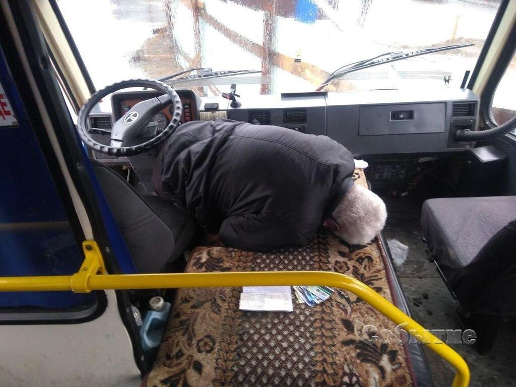 Водій шкільного автобуса помер за кермом