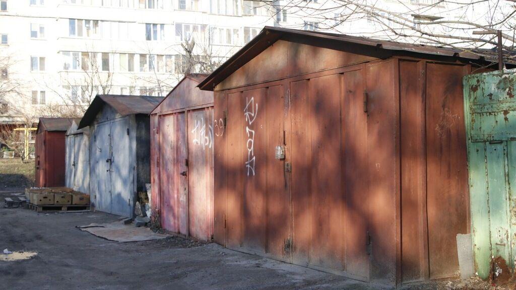 Тело молодой девушки обнаружили возле гаражей в Киеве