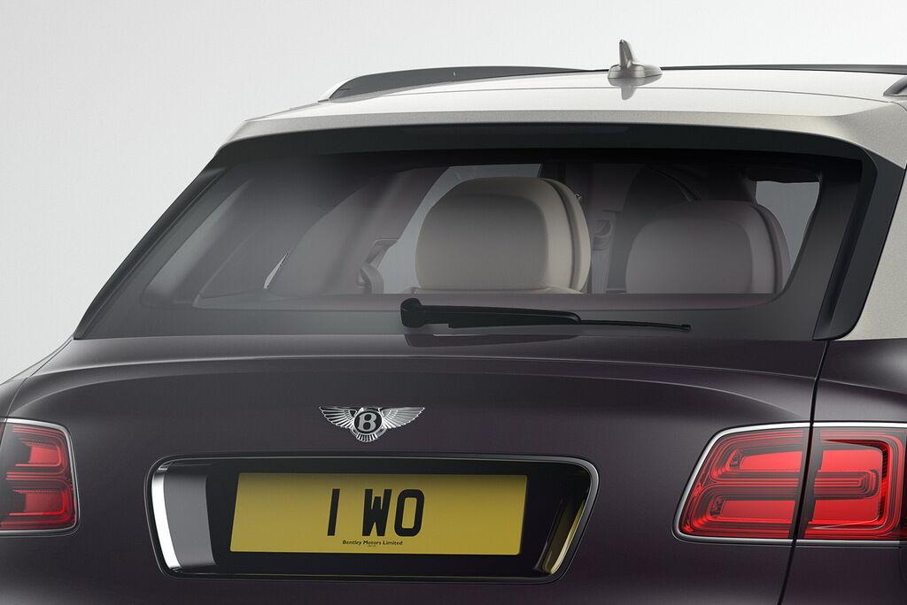 """Для безопасности за рулем следует регулярно следить за чистотой заднего стекла и исправностью """"дворника"""""""