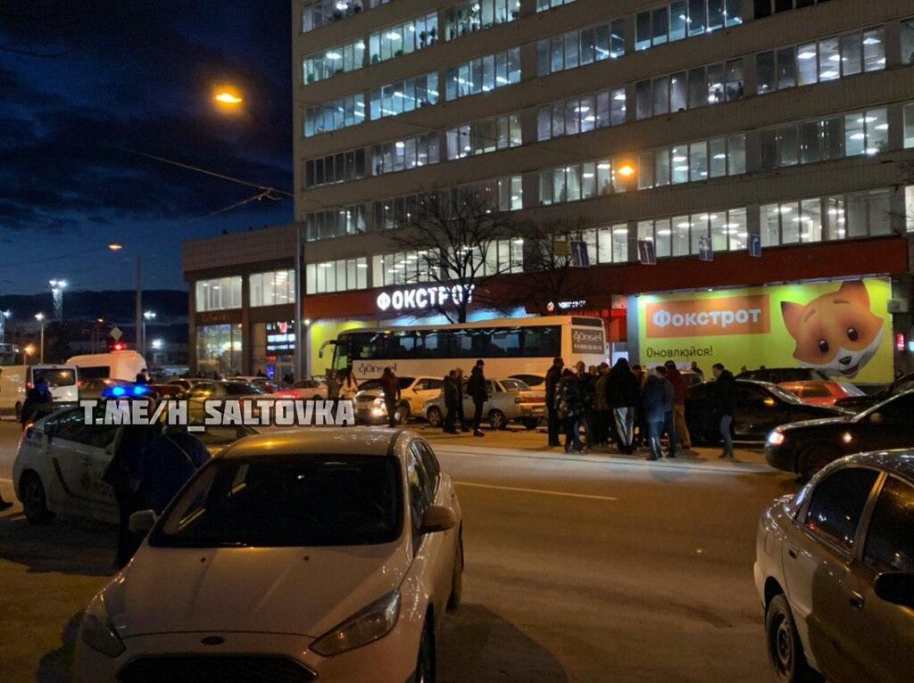 У Харкові біля вокзалу зіткнулися вісім авто
