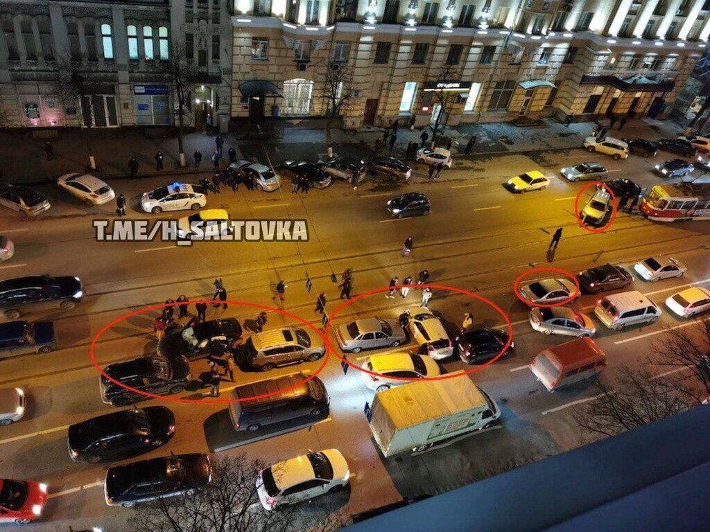 У Харкові біля вокзалу зіткнулися вісім автото