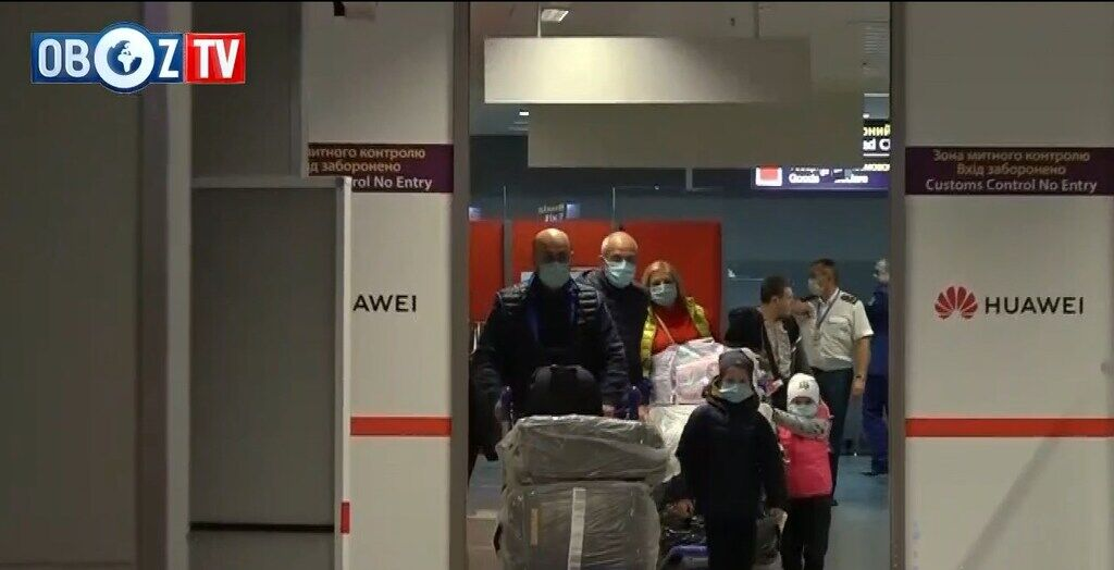 """Прибуття пасажирів із Китаю в """"Борисполі"""""""
